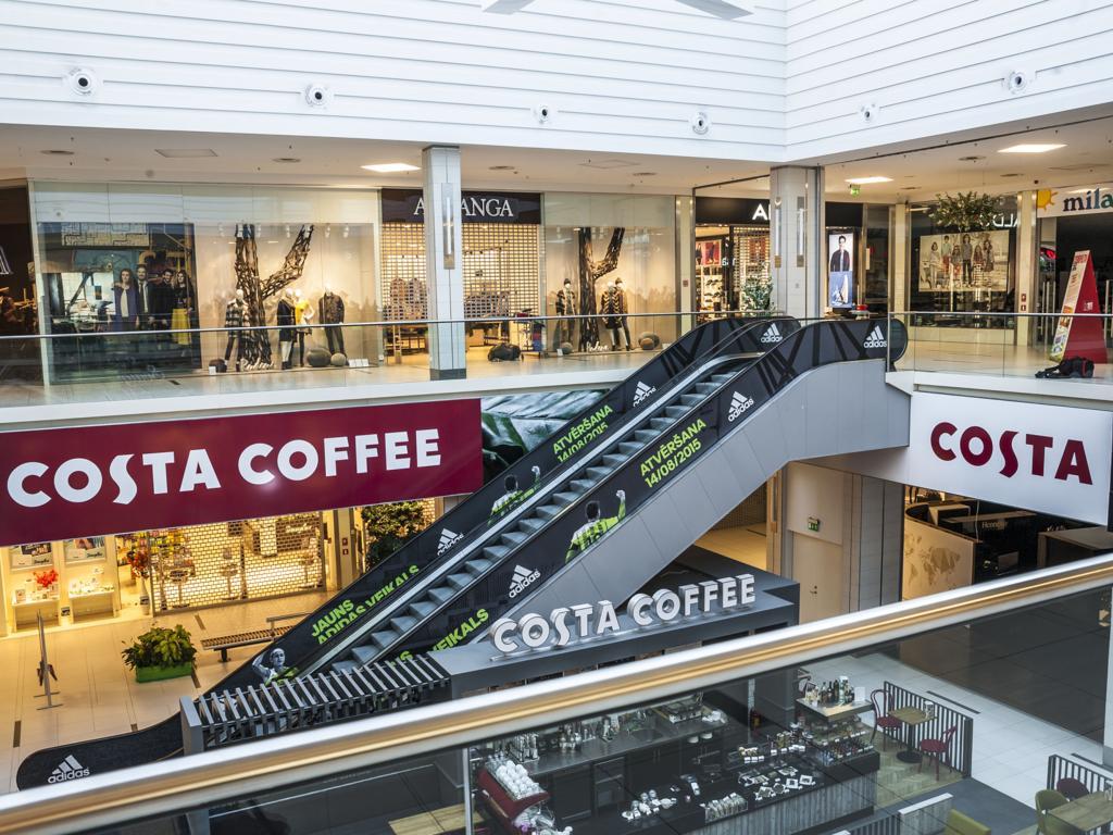 Costa Coffee ātrija noformējums