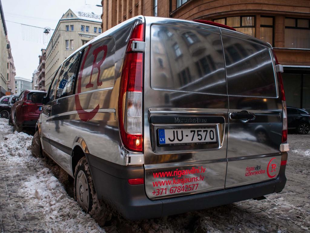 Izdevniecības Rīgas Viļņi auto ietīšana