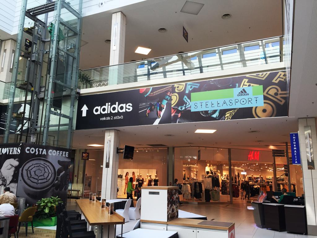 Adidas reklāmas materiāli