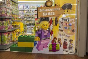 Lego tirdzniecības vietu noformējums
